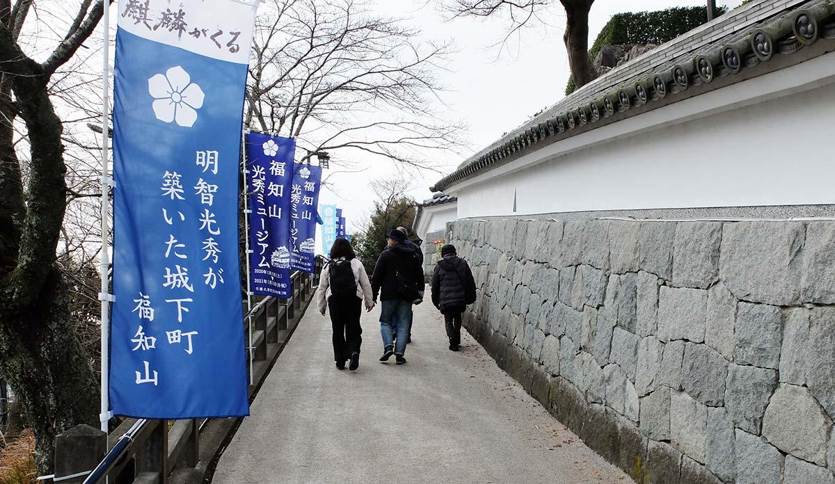多くの観光客 福知山城