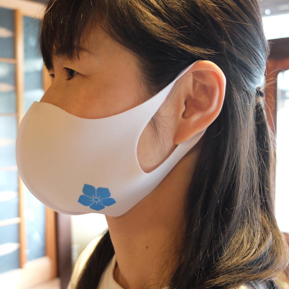 桔梗紋マスク 着用例